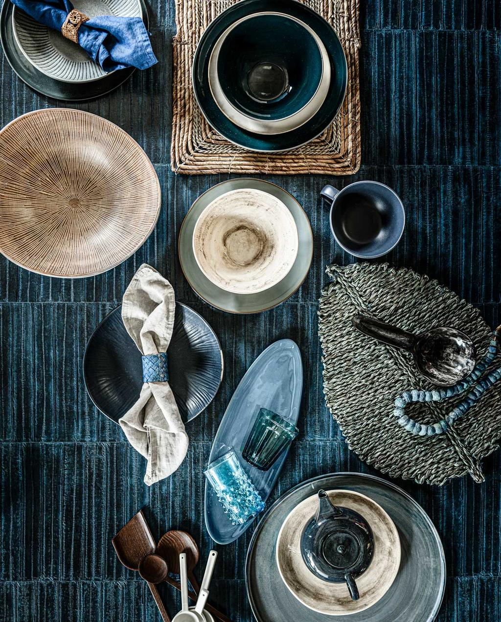 vtwonen 11-2020 | styling blauw gedekte tafel