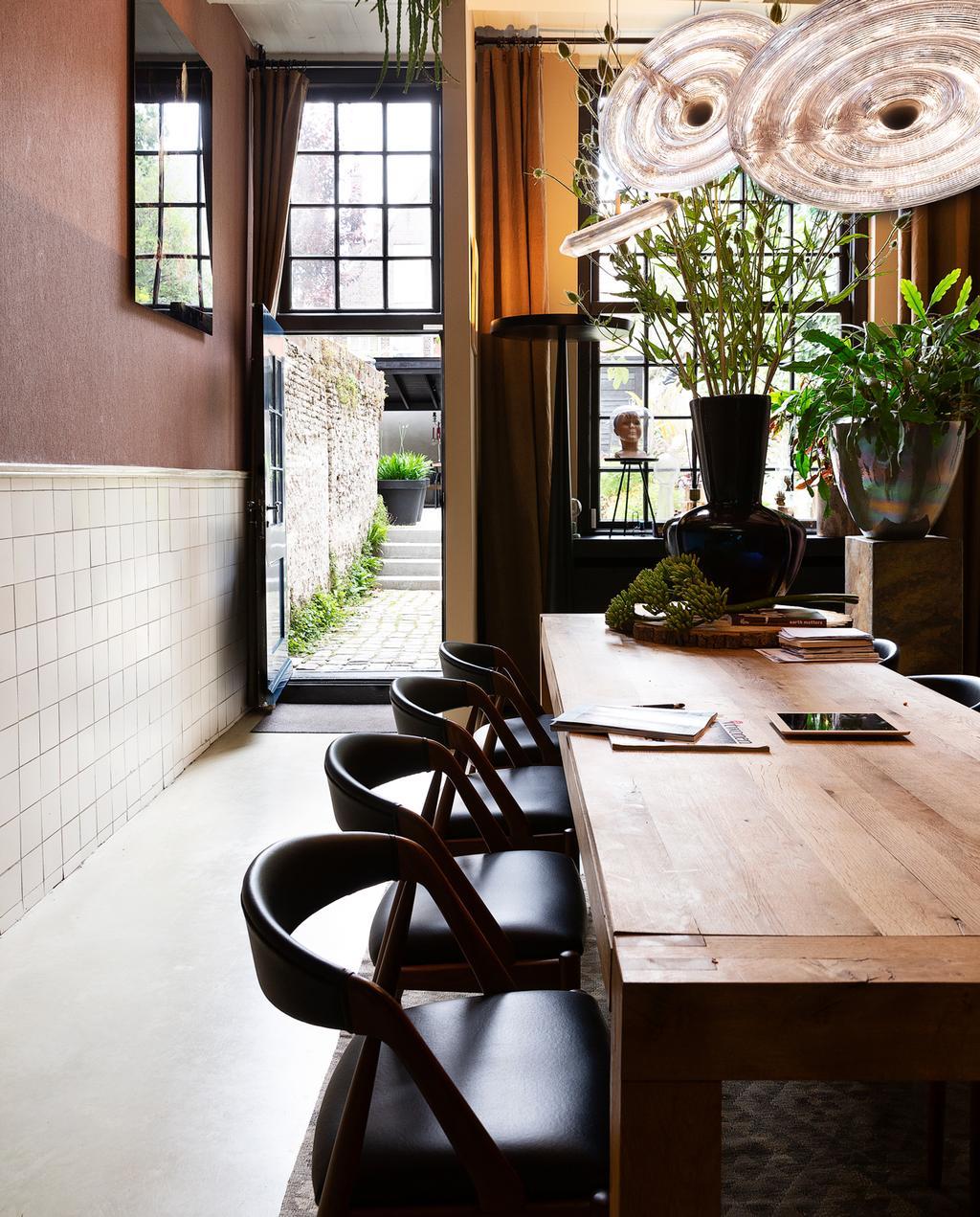 vtwonen 1-2020 | Binnenkijker in een grachtenpand in Delft eetkamer