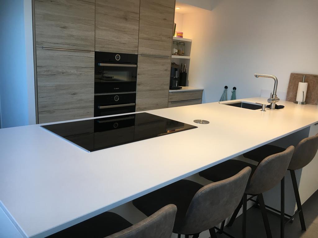met-4-barkrukken-is-de-keuken-onze-favoriete-ontbijtplek-op-door-de-weekse-dagen-verder-is-het-een-gezellige-plek-tijdens-het-koken-en-bakken