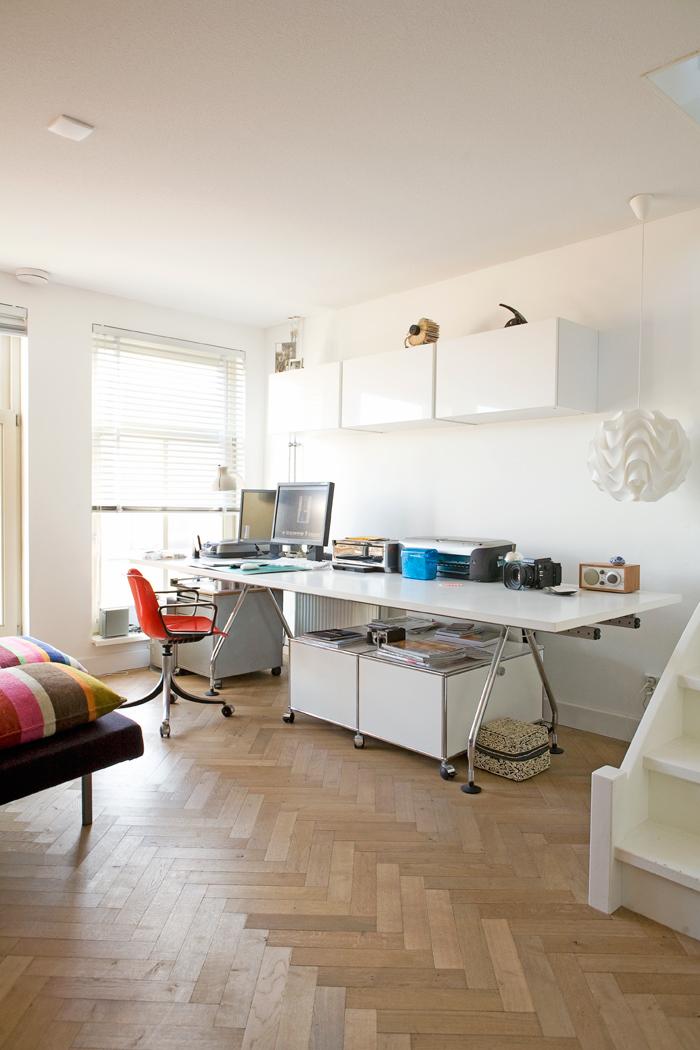 werkkamer met grote meubels