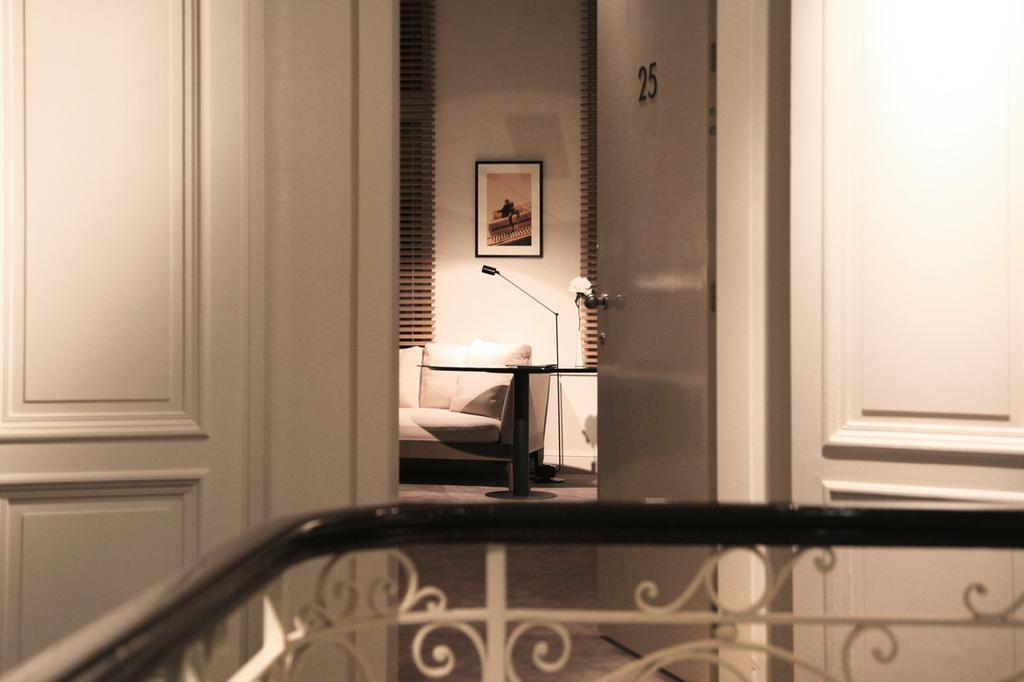 Interieur van de sobere kamers in Hotel Julien