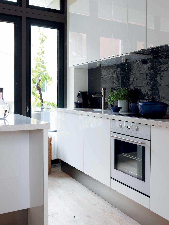 Zwart-wit hoogglans keuken