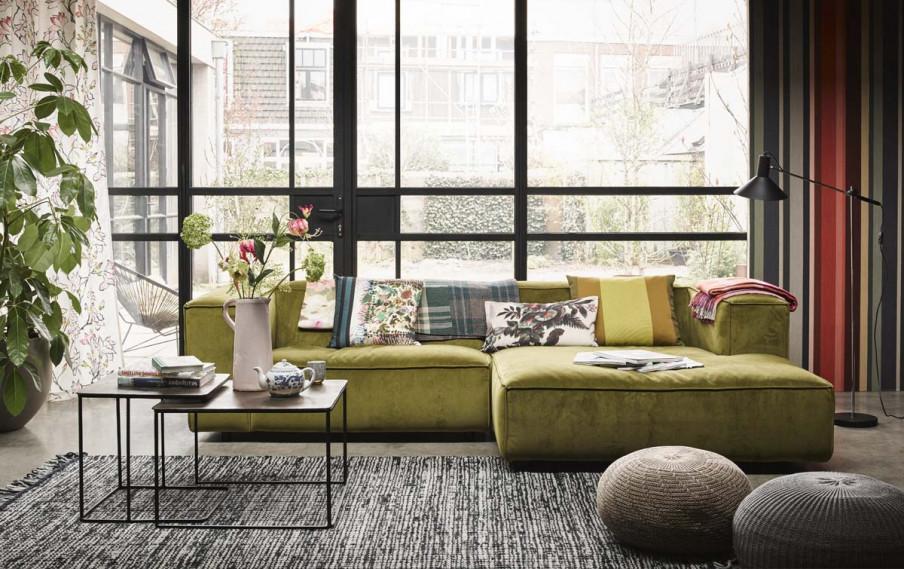 canapé vert baie vitrée