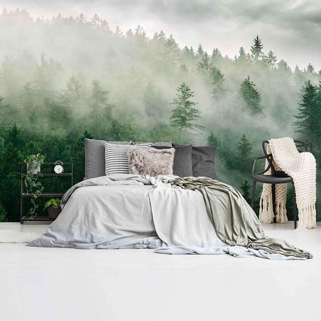 fotobehang met mistige heuveltop en bomen