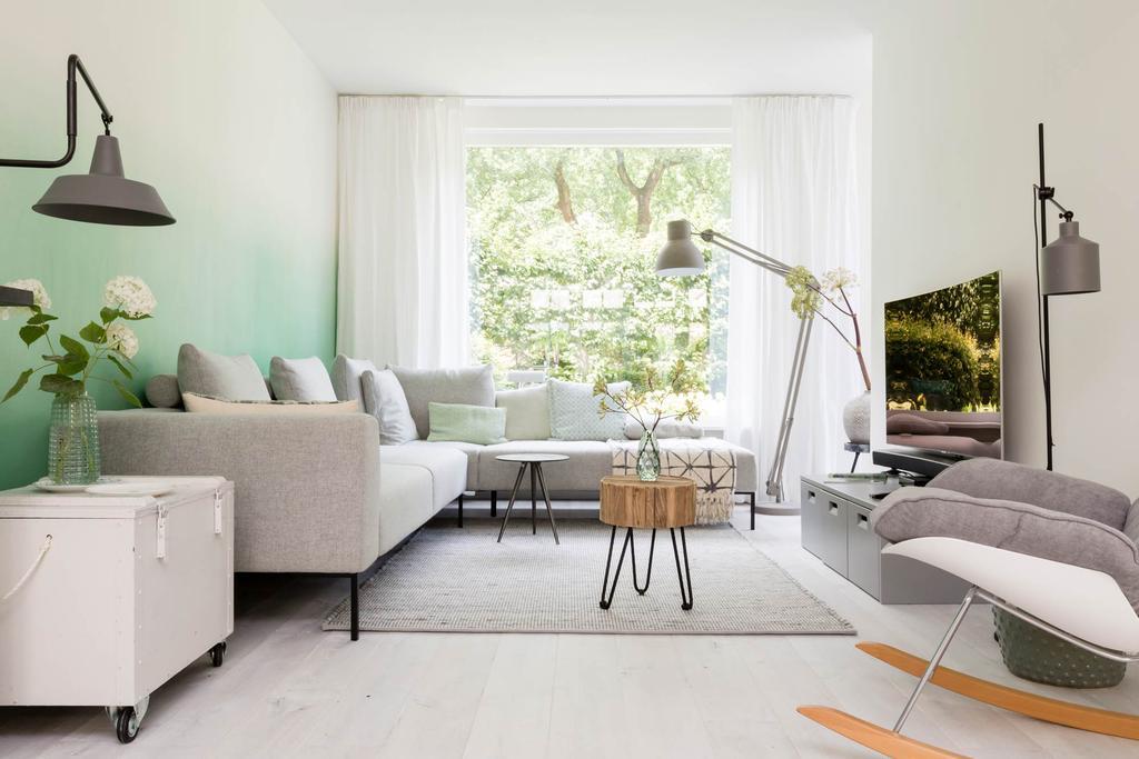 grijze hoekbank schommelstoel dip dye behang