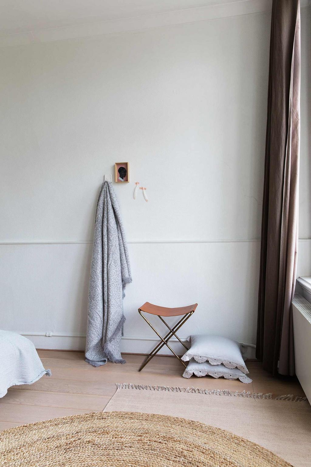 tabouret-pliant et deco murale chambre