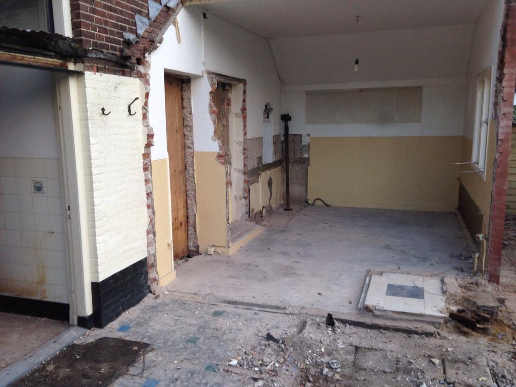 dit-was-een-oud-bijgebouw-van-de-woning-dmv-twee-muren-weg-te-halen-hebben-we-hier-een-woonkeuken-van-gemaakt