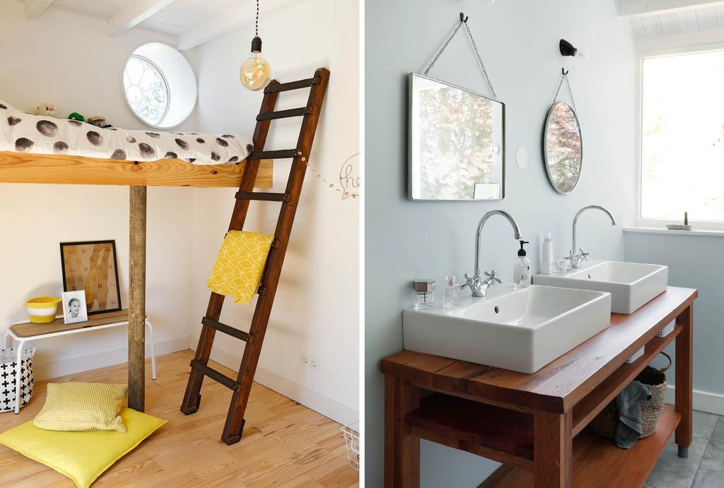 Houten ladder naast hoogslaper in kinderkamer en blauwe badkamer met twee spiegels