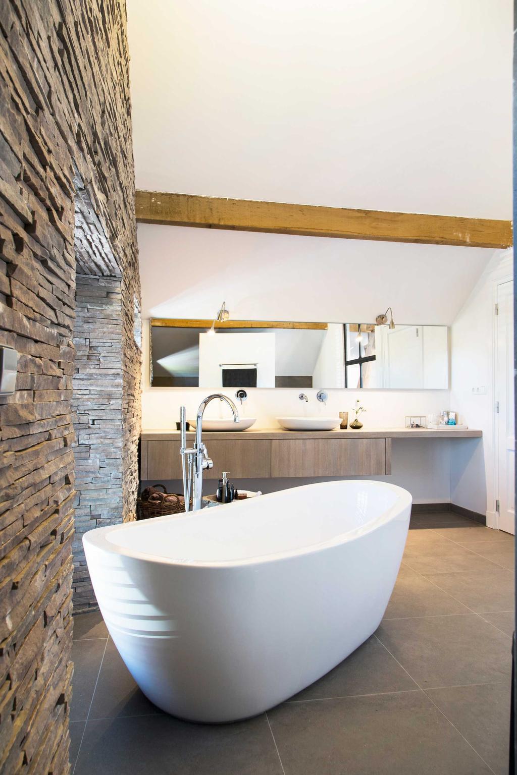 salle de bain pierre bois