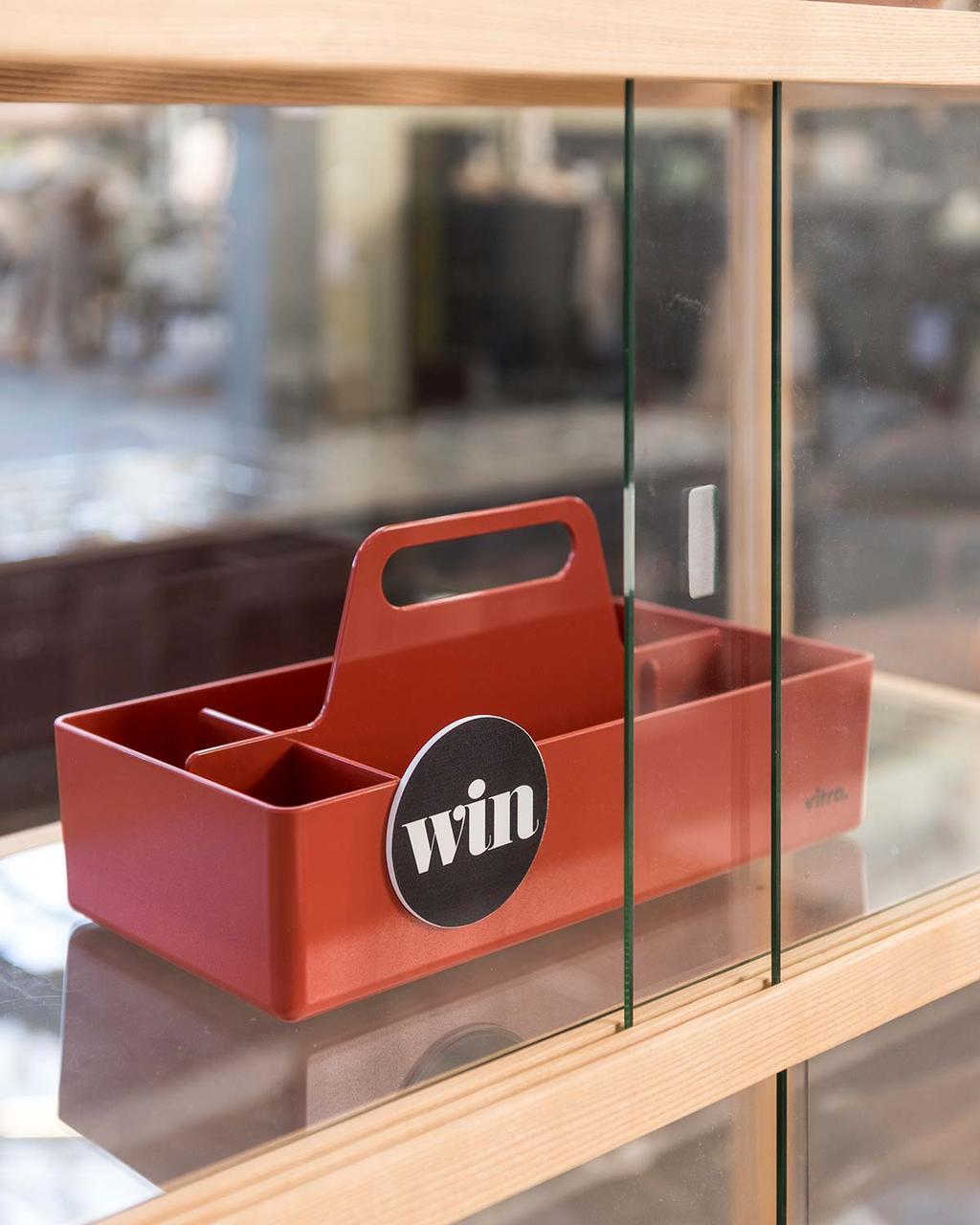 Moderne woonkamer in het vtwonen huis: win een opbergbak van Vitra