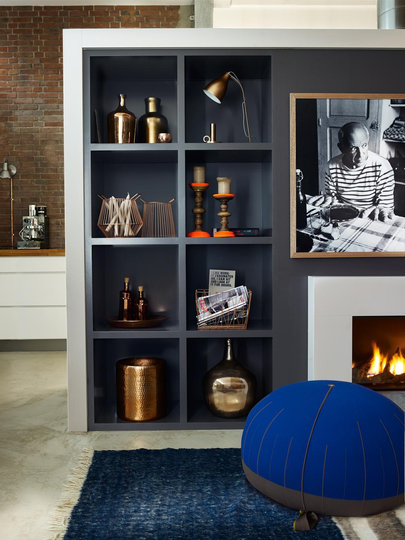 Met een ingebouwde boekenkast trek je scheve muren en vloeren eenvoudig recht