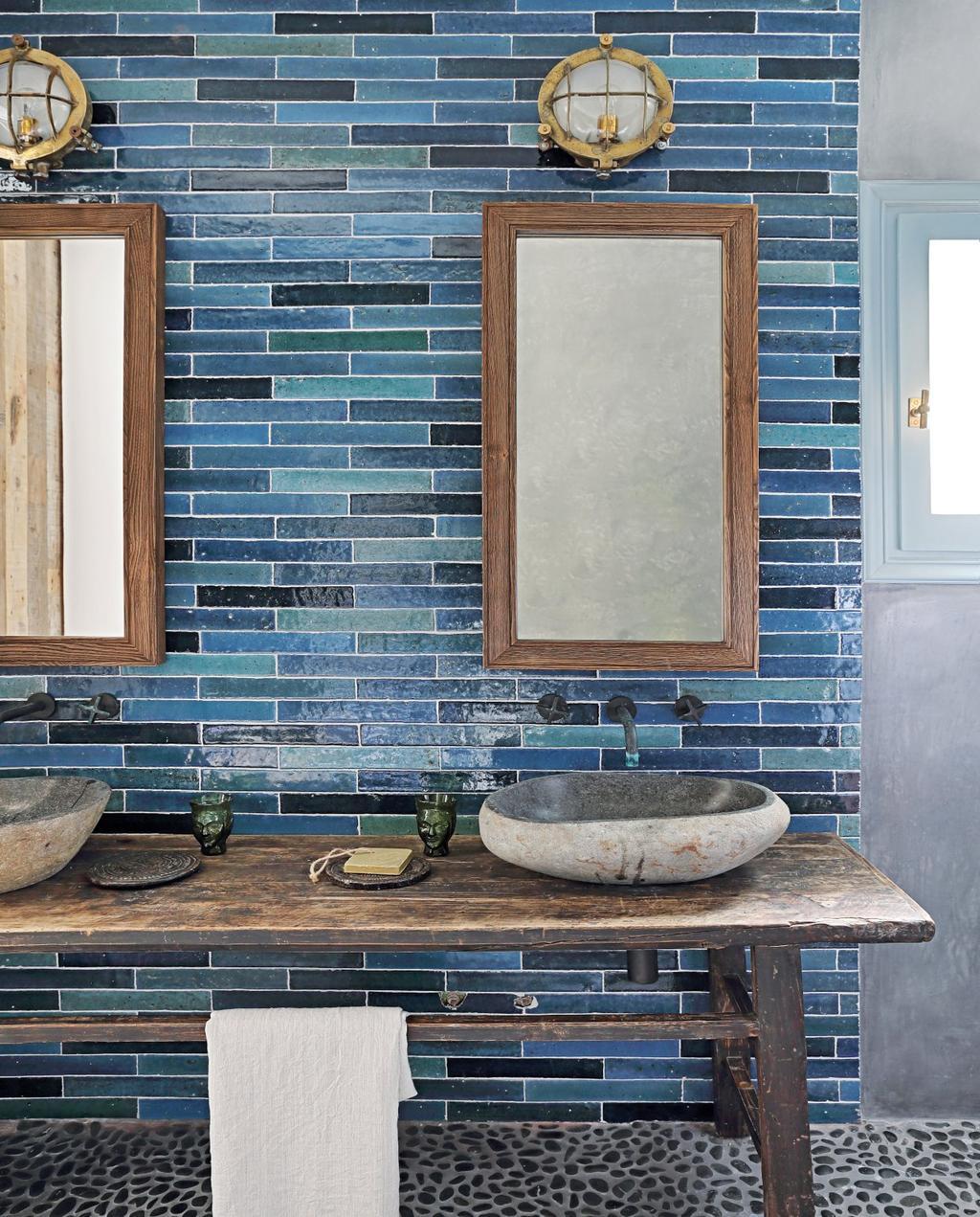 vtwonen 08-2020 | bk buitenland ibiza badkamer met blauwe wandtegels