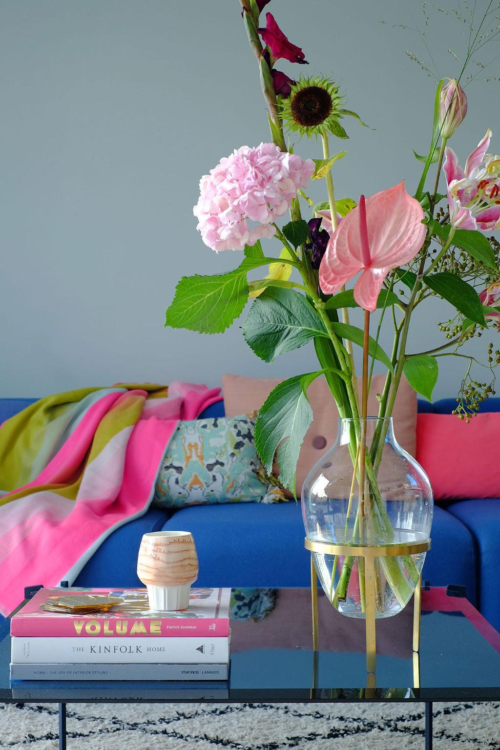 Designkoopjes: blauwe bank van HAY en salontafel van Linteloo