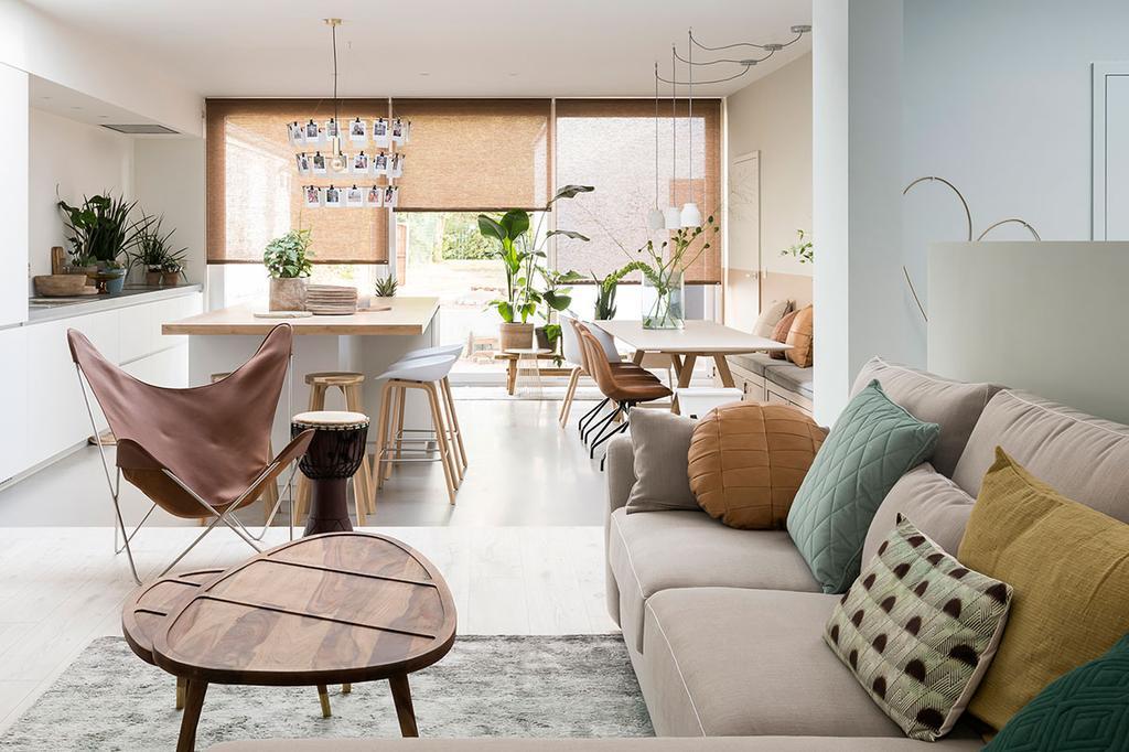 De woonkamer van Lien en Nicholas uit de vijfde aflevering van het tweede seizoen van Een frisse start met vtwonen.
