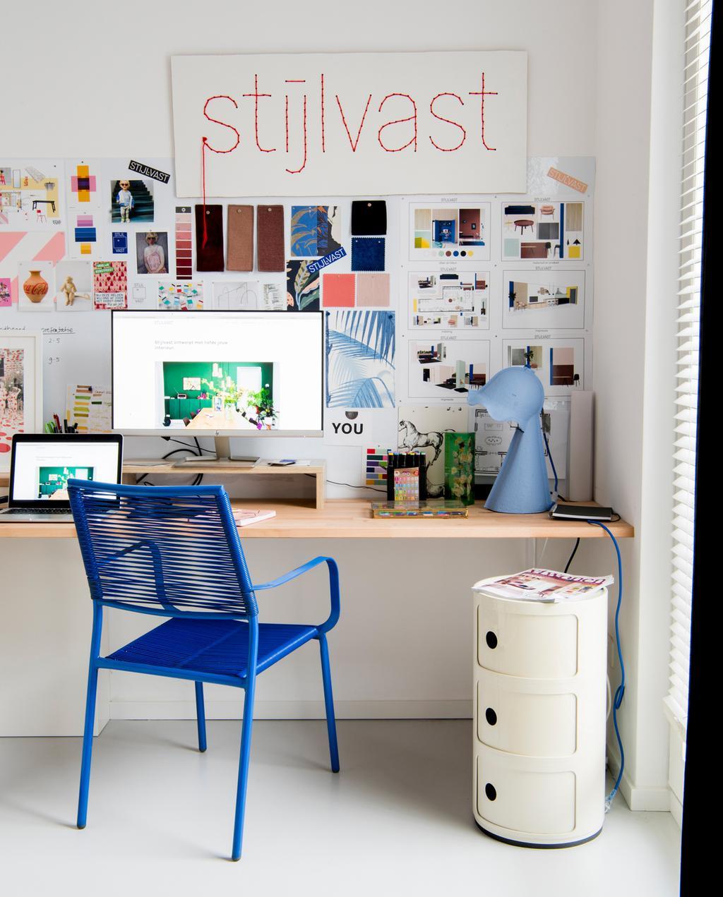 vtwonen binnenkijken special | binnenkijken in een kleurrijk nieuwbouwhuis in Eindhoven bureau