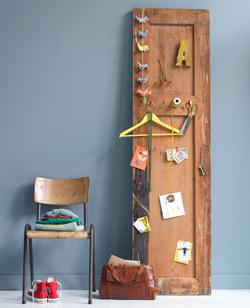 oude deur als prikbord