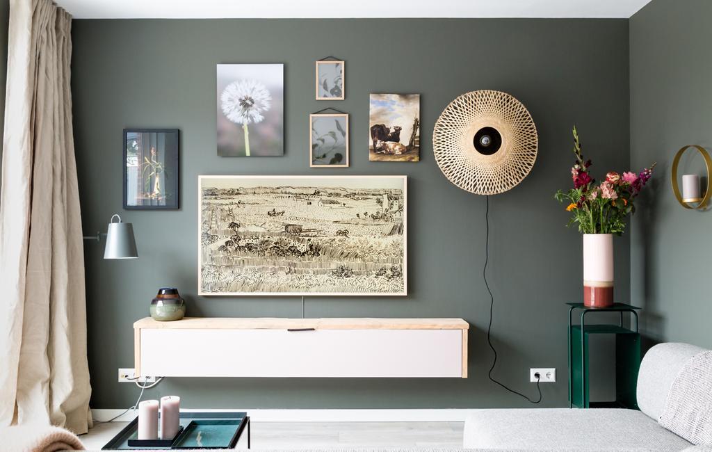 vtwonen weer verliefd op je huis | seizoen 11 aflevering 3 | fotografie Barbara Kieboom | styling Fietje Bruijn | zithoek | afwisseling gallery wall
