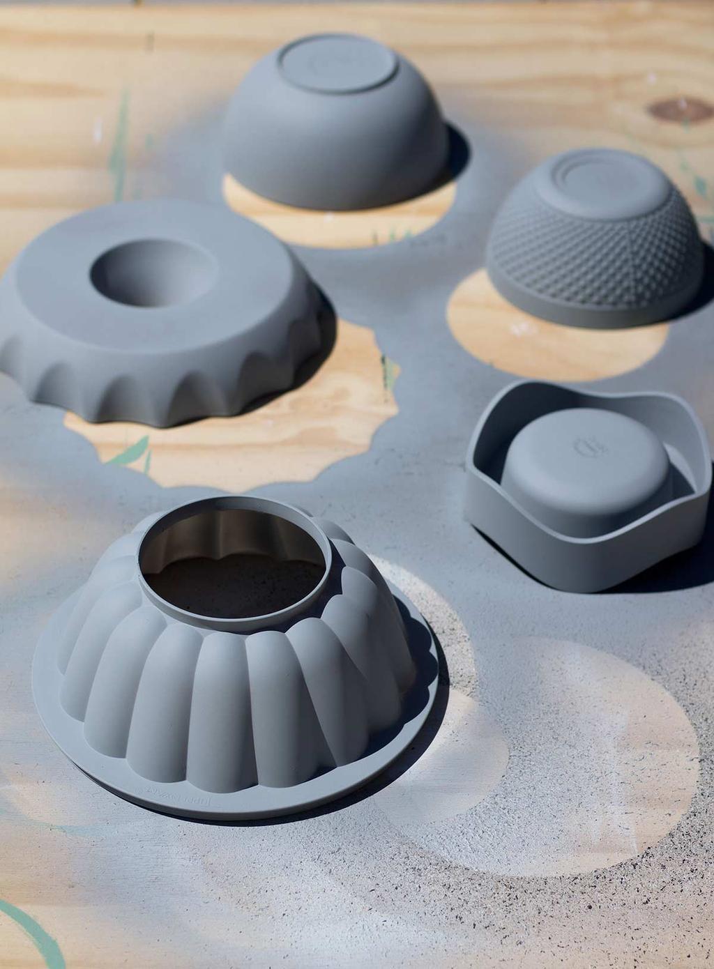 Plastic vormen van de Kringloop verven met primer