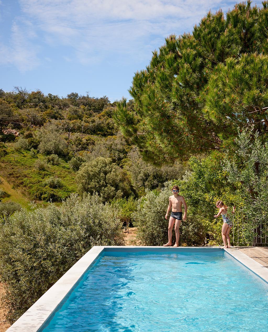 vtwonen tuin special 2 2020 | zwembad bij zomerhuis Buitenkijken Corotelo