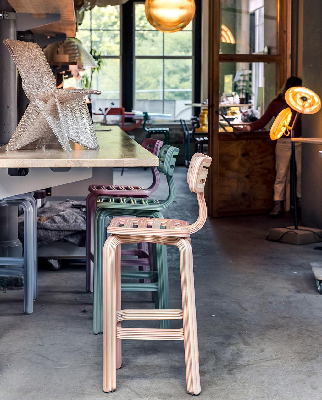 vtwonen 07-2021   barkrukken (Chubby chair) gemaakt door Dirk
