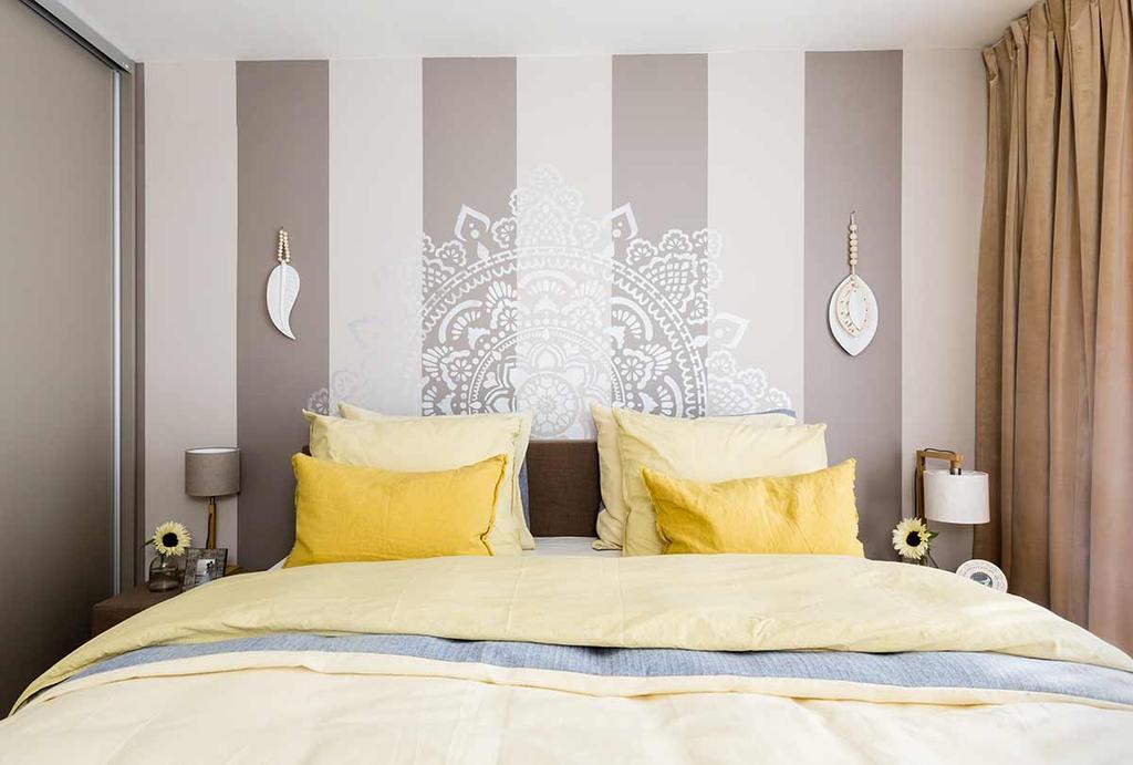 Bruin en geel in de volwassen slaapkamer