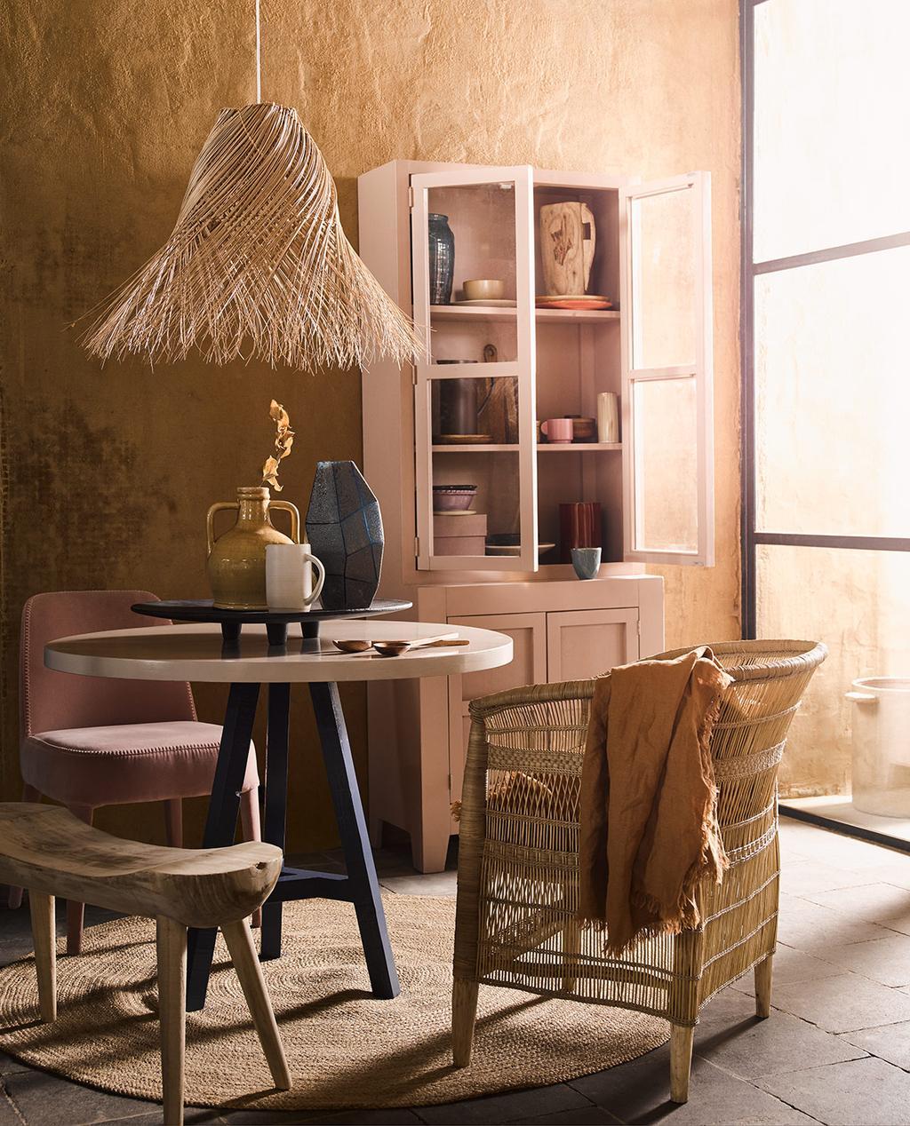 styling vtwonen editie 6 woestijnkleuren eethoek tafel met stoelen