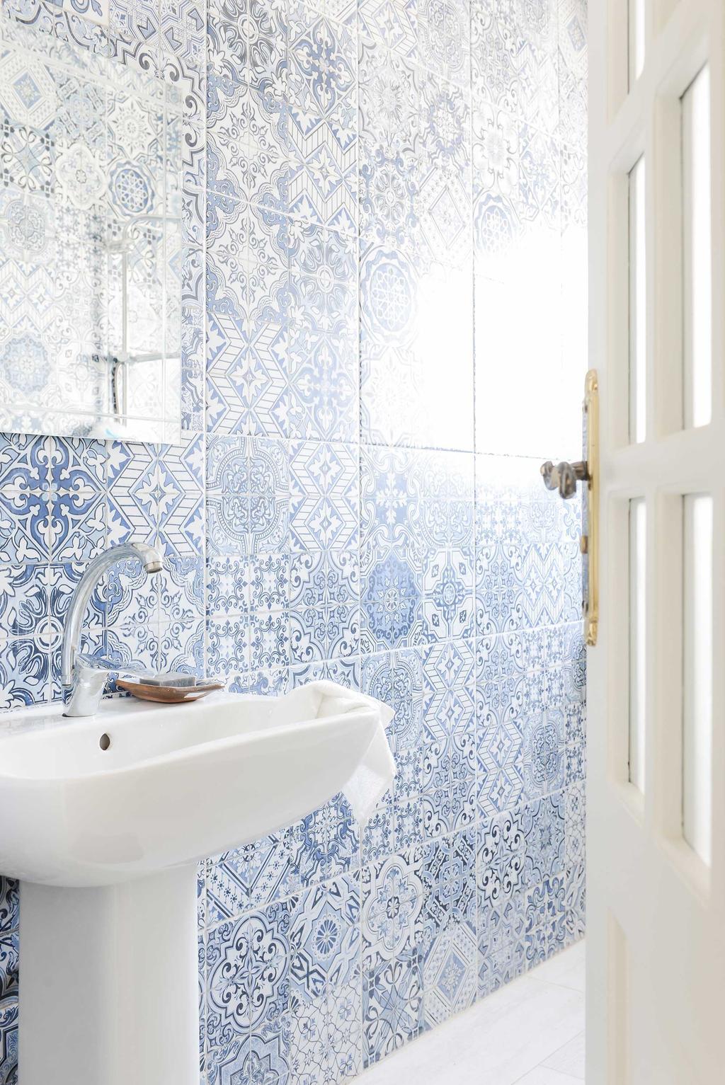 badkamertegels blauw wit
