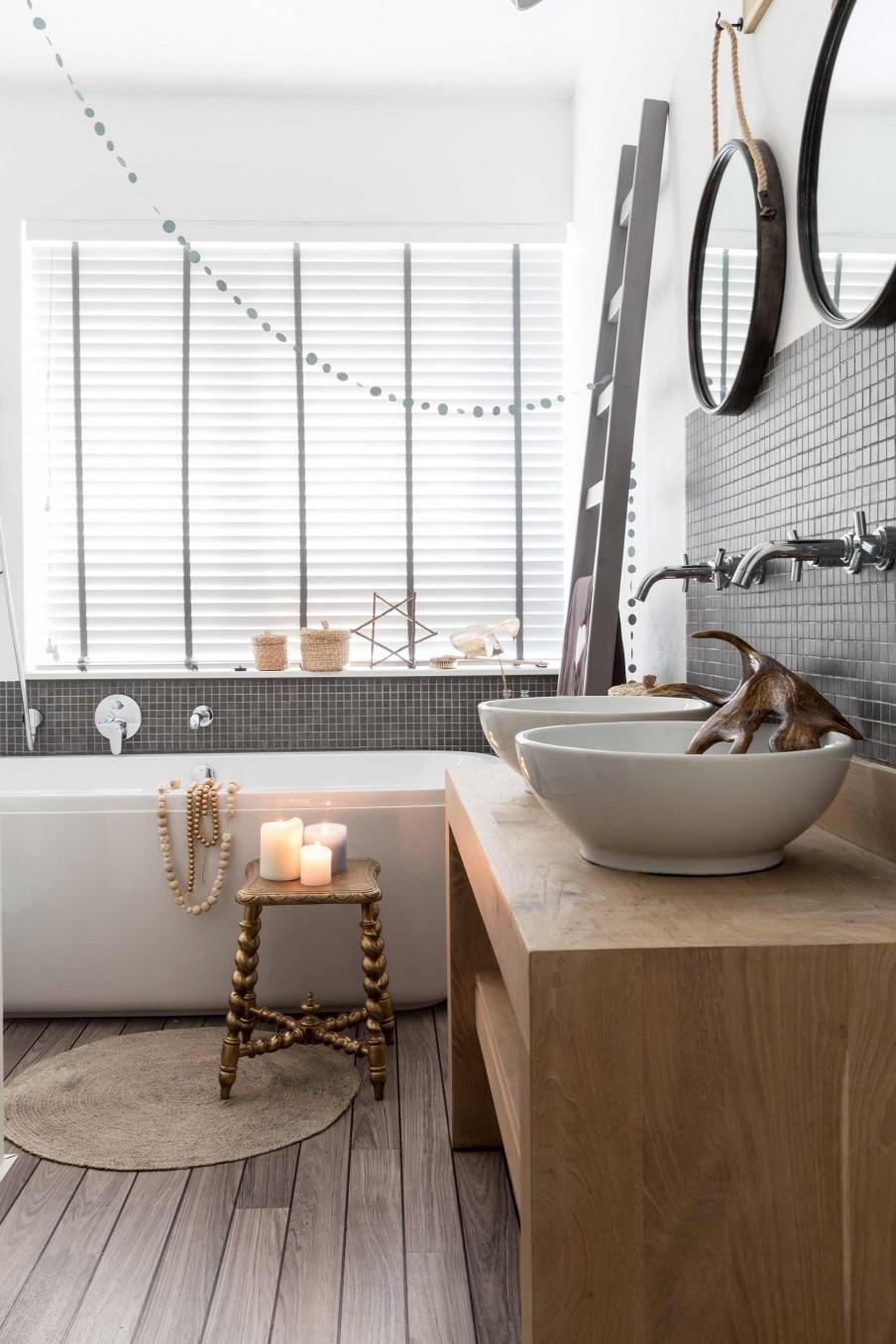 salle de bains tabouret bougies