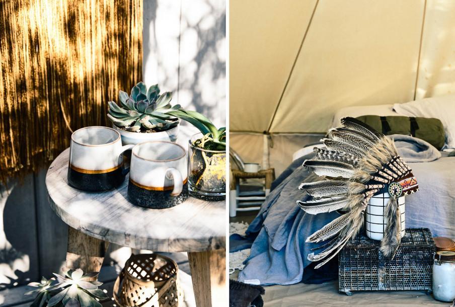 Table d'appoint bois avec mugs porcelaine.