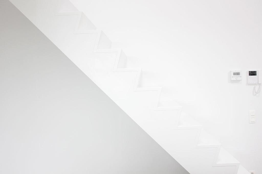Witte trap zonder leuning