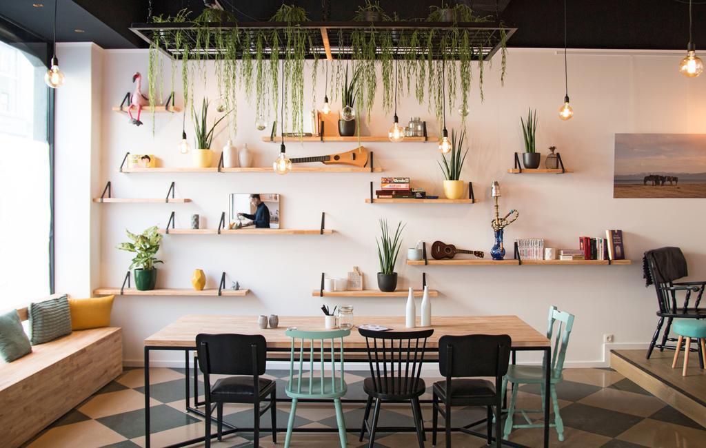 vtwonen 2-2020 | restaurant blauw zwart Gent