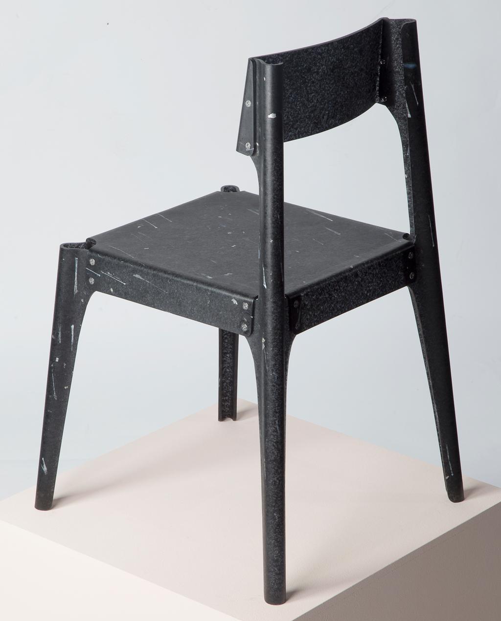 zwart kunststof stoel