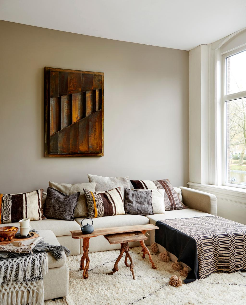 vtwonen 2-2020 | woonkamer roest schilderij