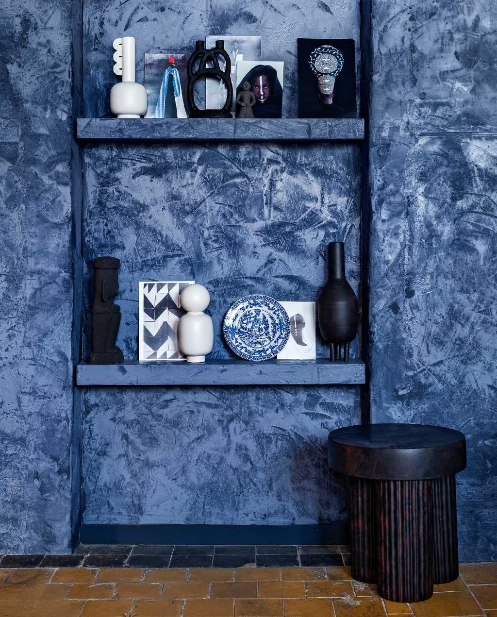 vtwonen 10-2020 | trendhuis culture club marianne inbouwkast blauwe kalkverf
