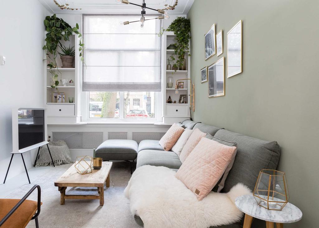 smalle woonkamer groene wand