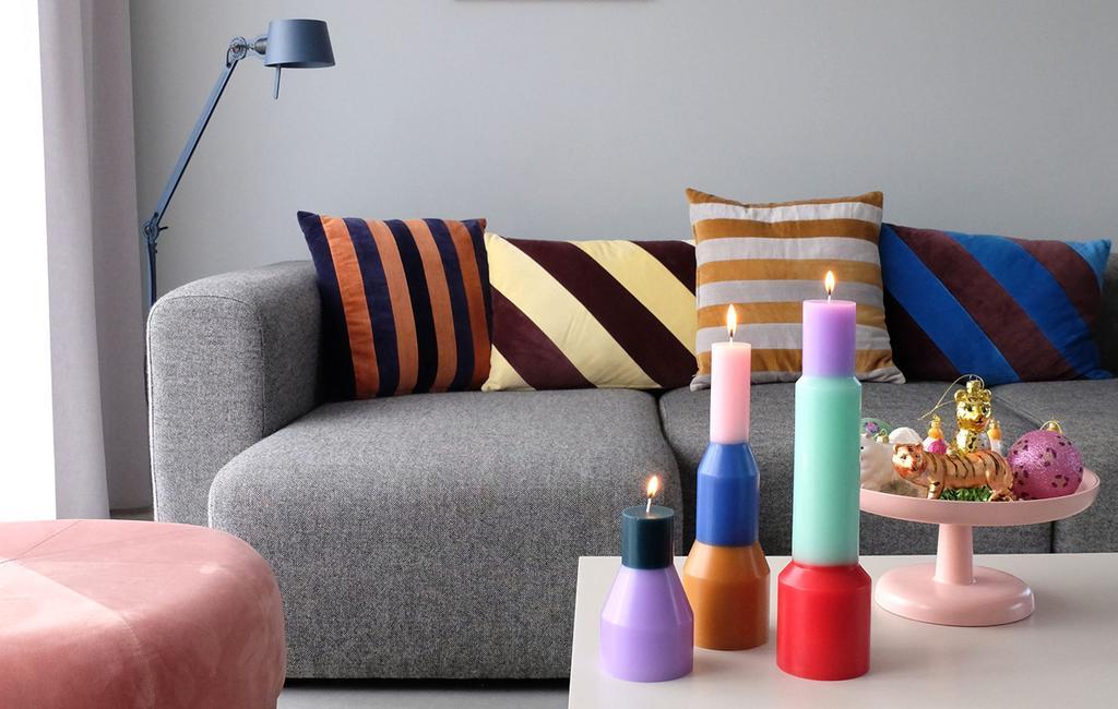 vtwonen | kaarsen woonkamer | Kaarsen, kitsch en kerstboomhangers