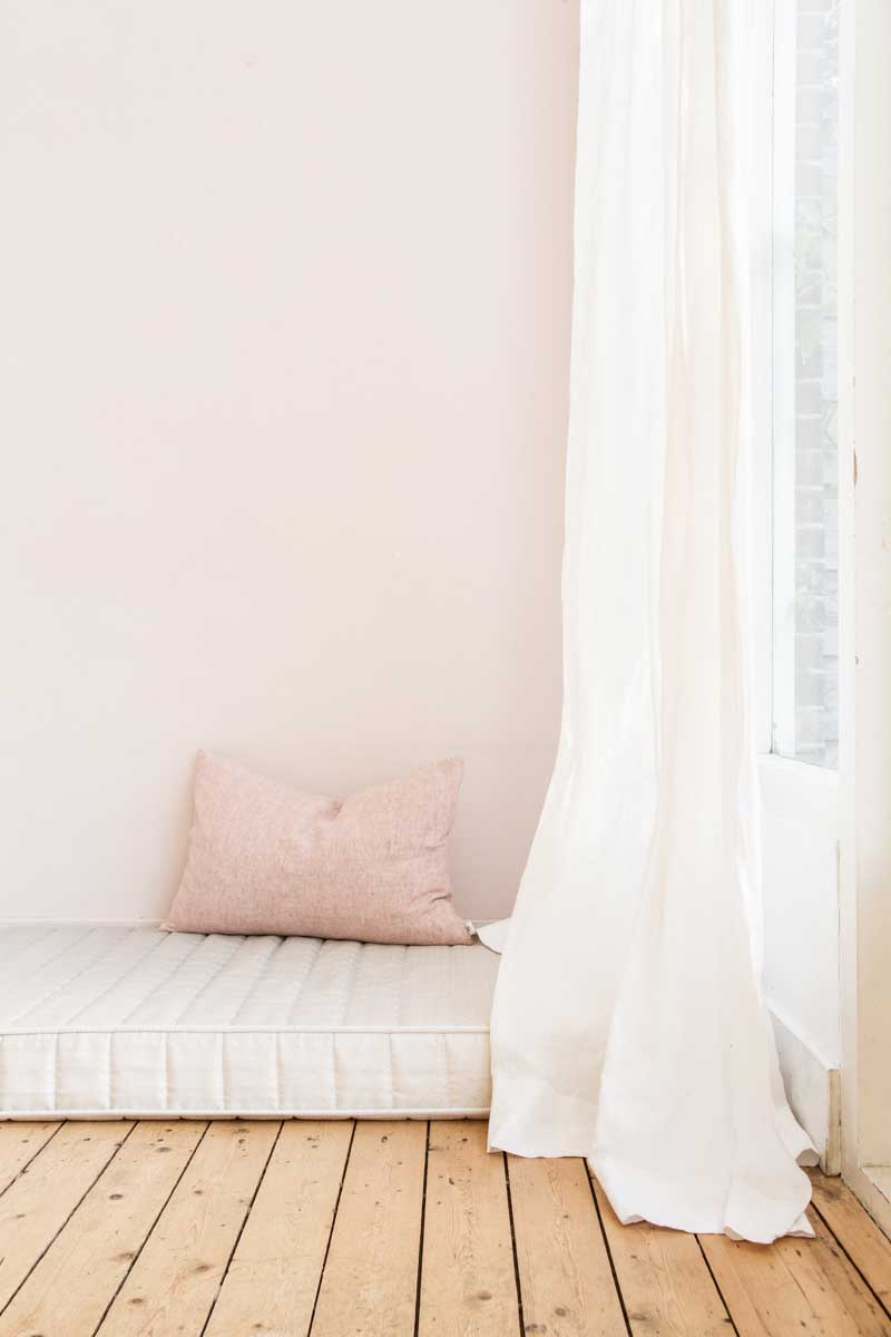 linnen gordijnen en dekbedovertrek van By Mölle | www.lauraenjames.com