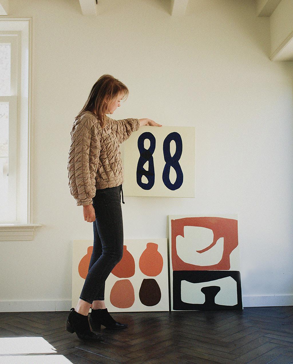 vtwonen 12-2020 | Anne Olde Kalte bij haar schilderijen