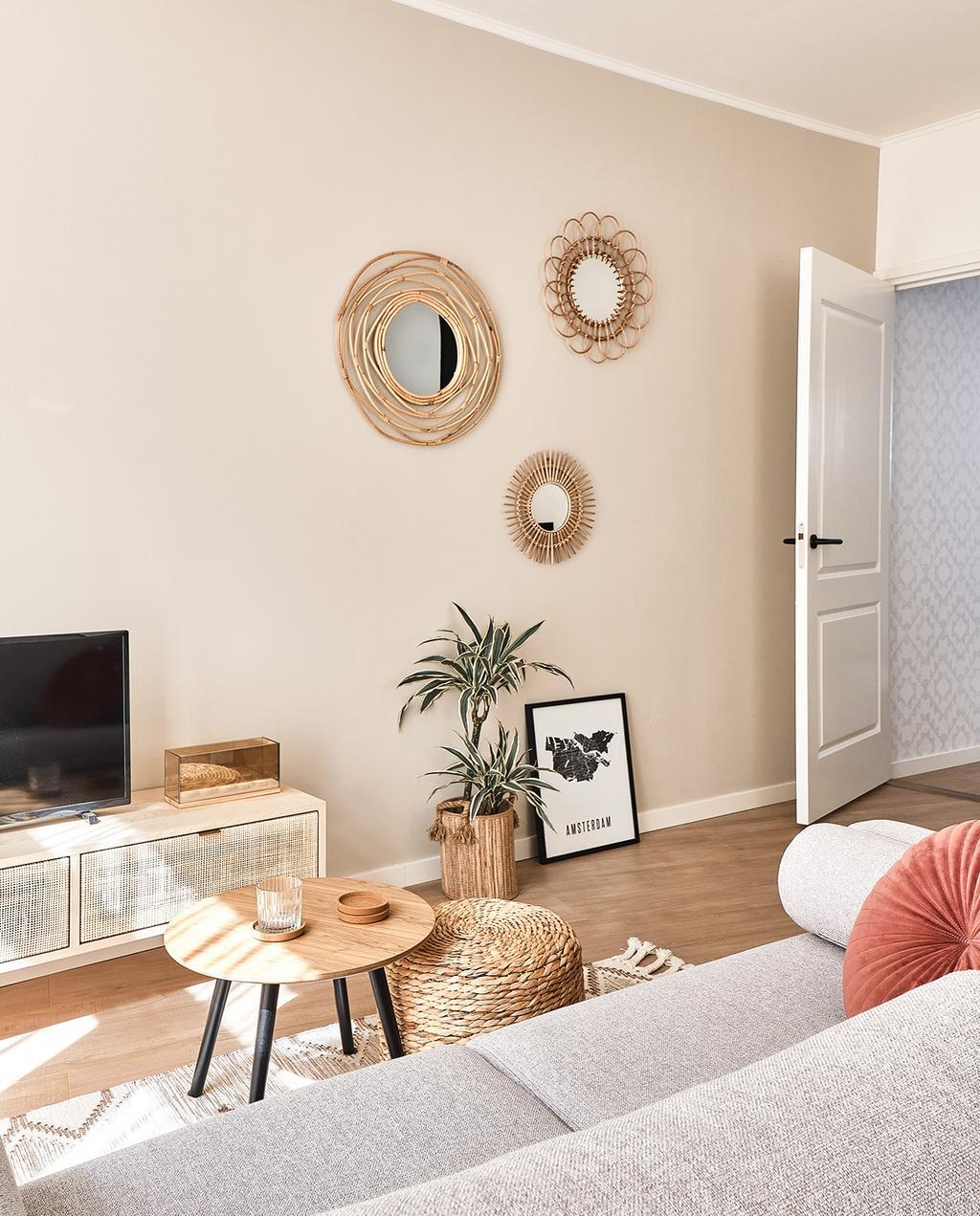 vtwonen special tiny houses | spiegels aan de muur met een tv
