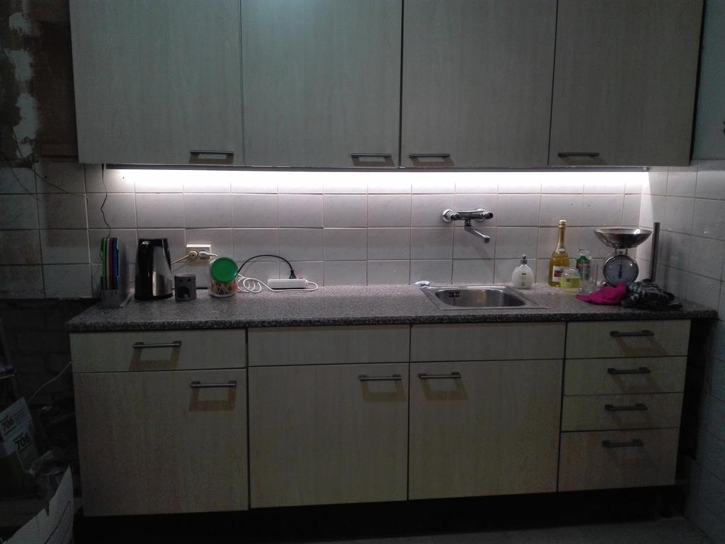 2e-hands-keuken-gekregen-totdat-we-genoeg-geld-hadden-voor-een-fatsoenlijke-nieuwe-keuken-naar-onze-smaak-anderhalf-jaar-met-2-pits-kookplaat-gekookt