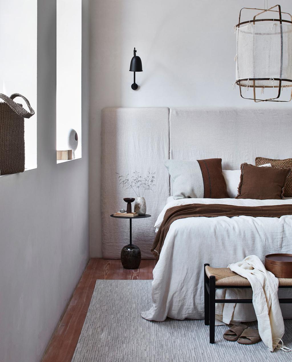 vtwonen 10-2021   slaapkamer met bruin en witte tinten