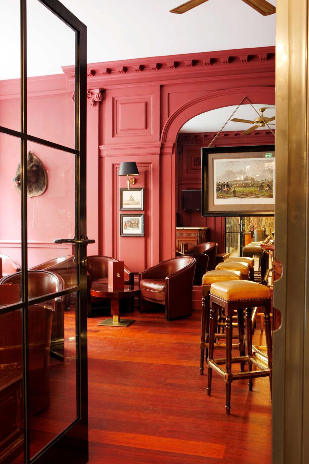 restaurant rood hotel parijs