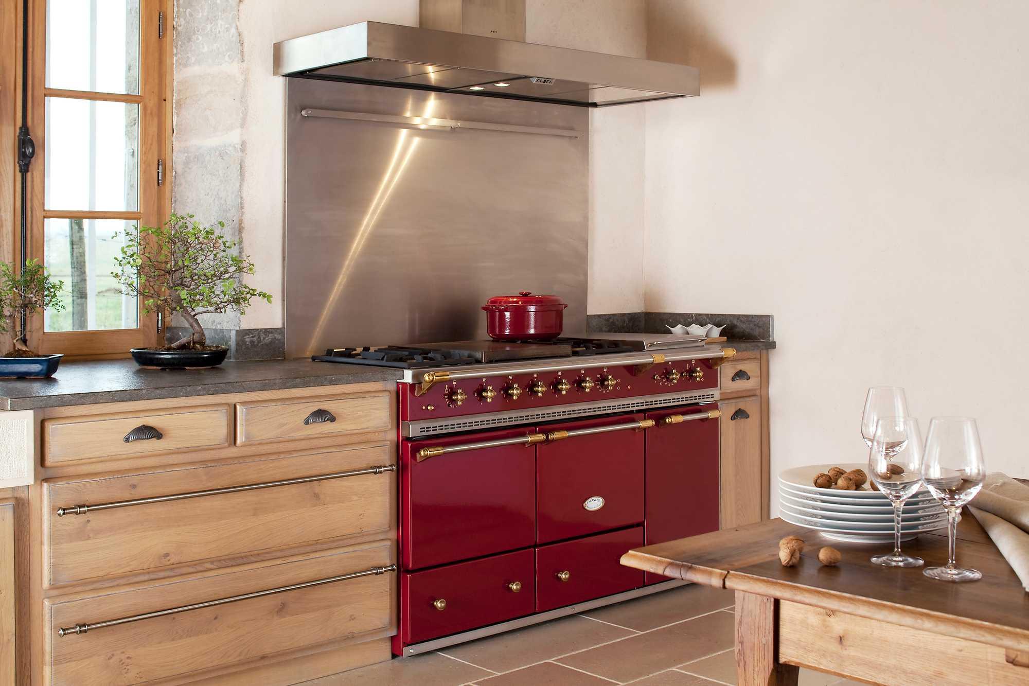 cuisinière rouge