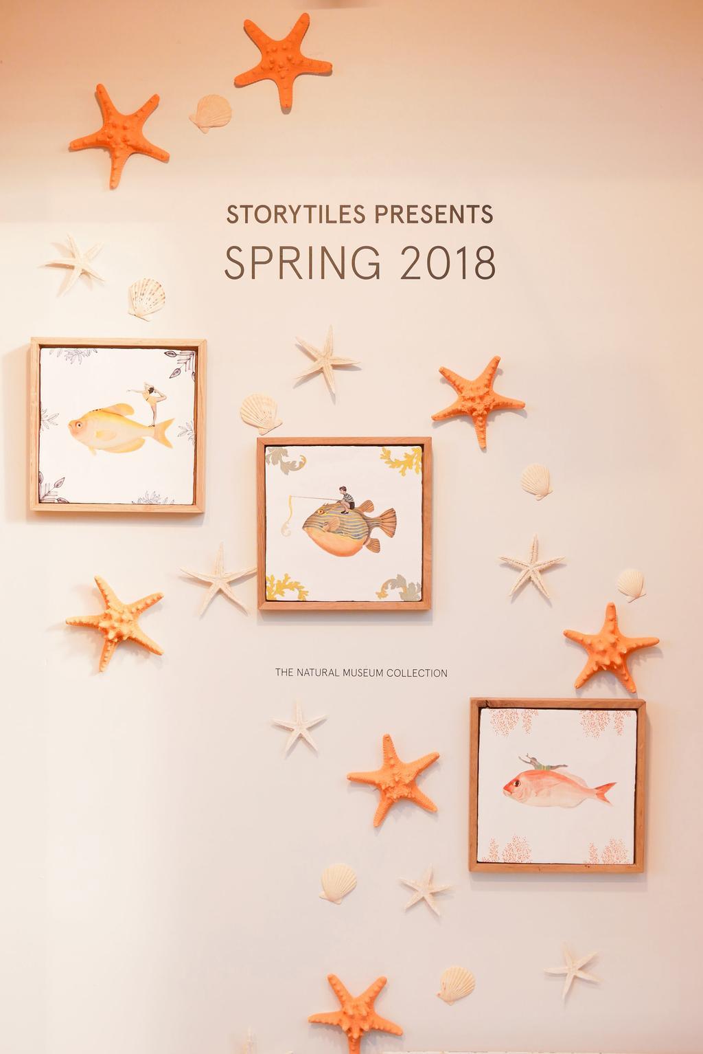 Tegels van StoryTiles aan de wand tijdens showUP