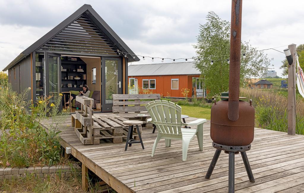 vtwonen special tiny houses | tiny house in Den Bosch met veranda