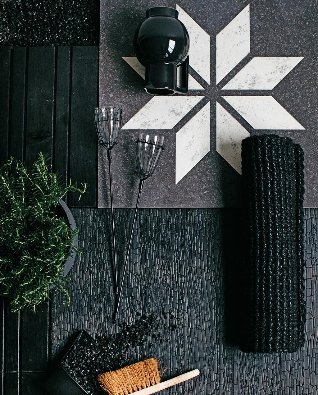vtwonen tuin special 1 2020 | zwart hout en tegel met ster patroon trendkleur zwart