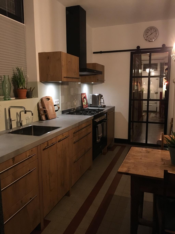 heel-blij-met-nieuwe-keuken-niet-zo-n-grote-ruimte-maar-perfect-passend-in-ons-30-er-jaren-huis
