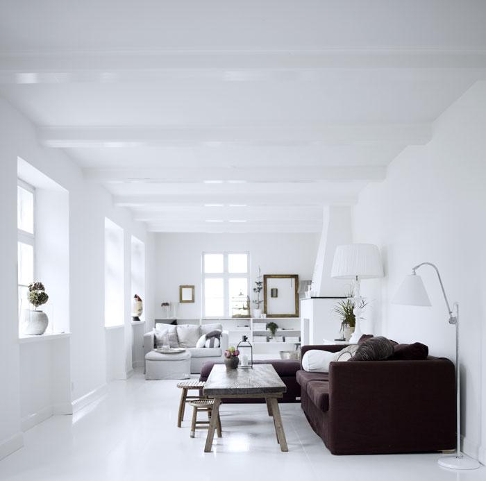 Lichte woonkamer met warme uitstraling