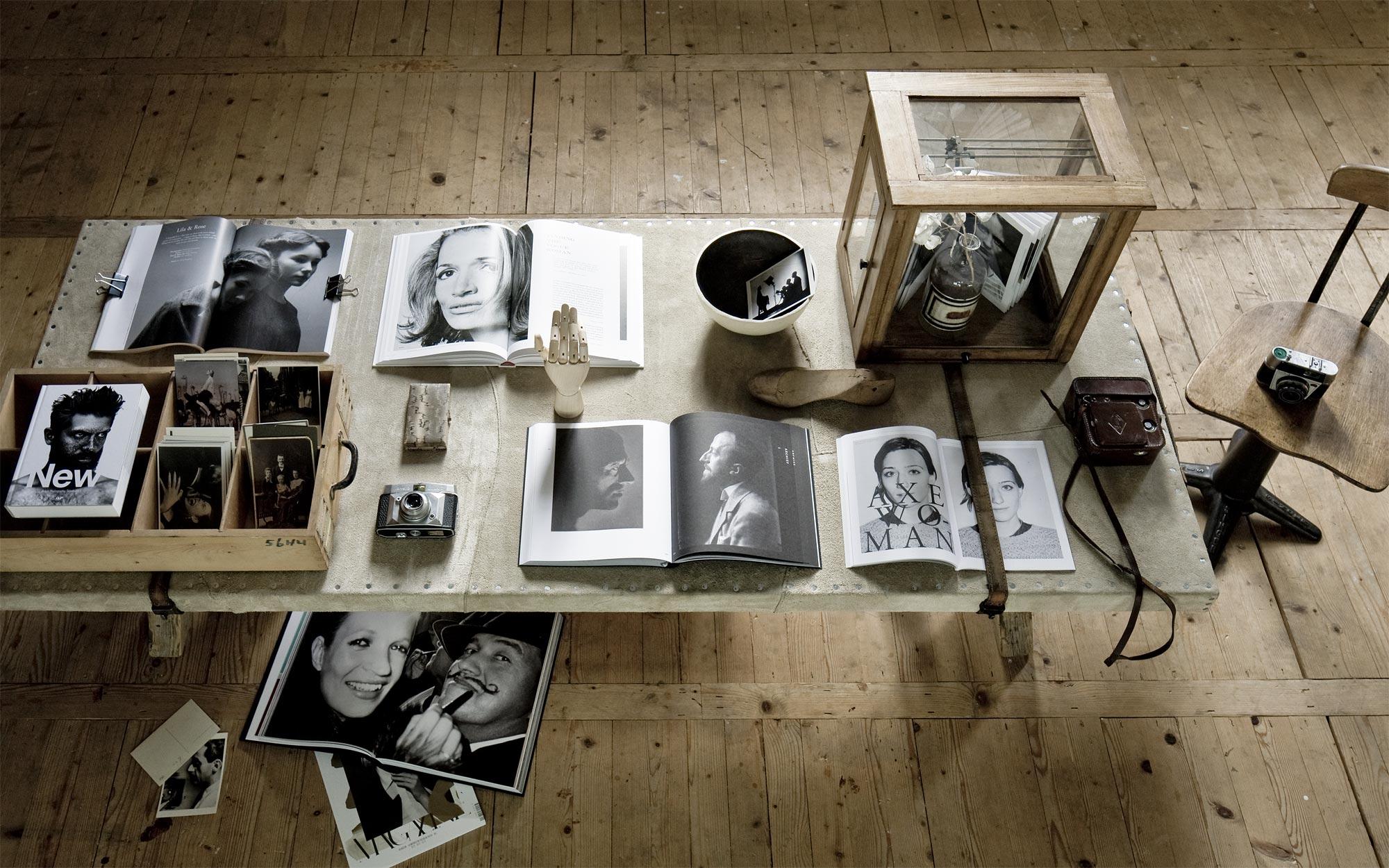 fotoboeken op tafel