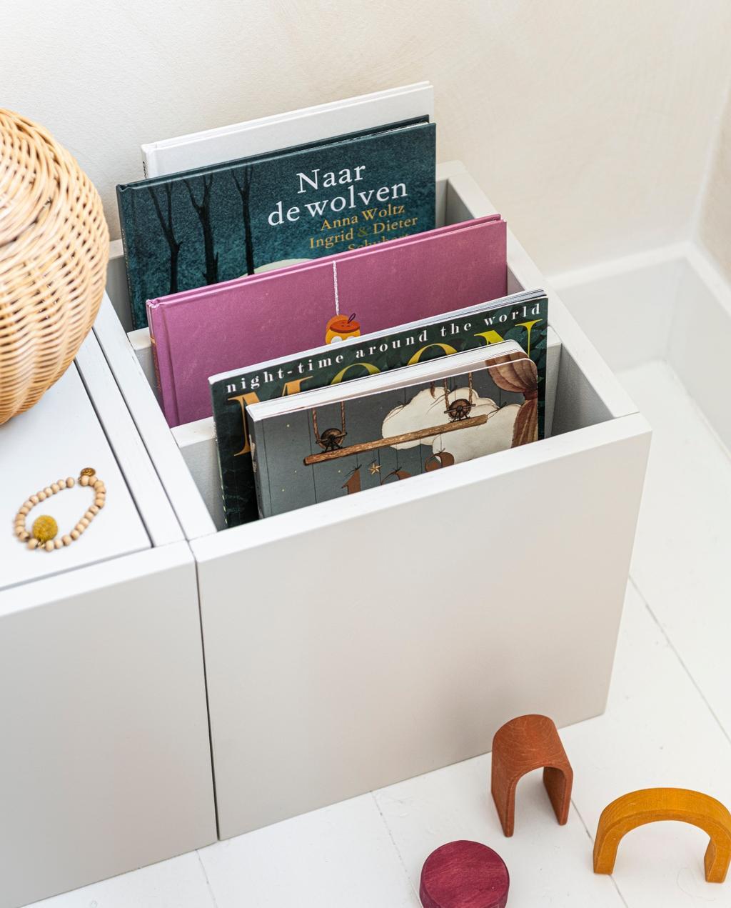 vtwonen 07-2020 | DIY opbergbankje boeken